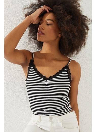 Reyon REYON Kadın Yakası Dantelli İp Askılı Bluz Siyah Siyah